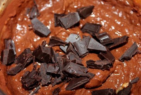 Lihtne banaani-šokolaadijäätis šokolaaditükkidega